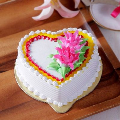 Heart_Shaped_Vanilla_Cake